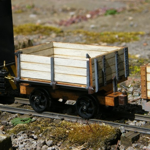 side tipping wagon - 3/4 view